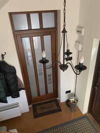 Solidne i eleganckie Drzwi wewnetrzne drewniane ze świetlikiem