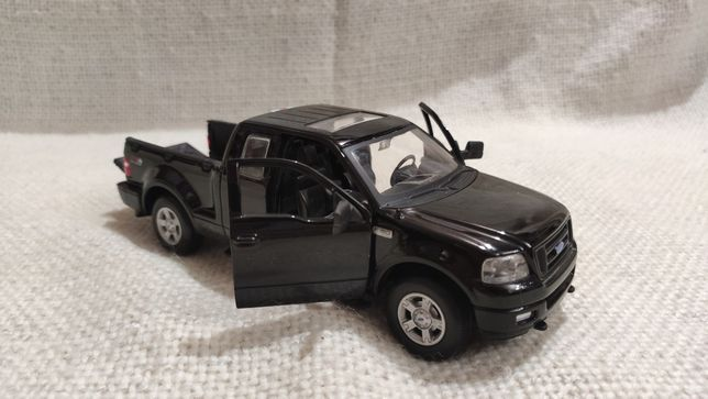 Модель Ford F-150 FX4 2004 1.24-1.31 Maisto