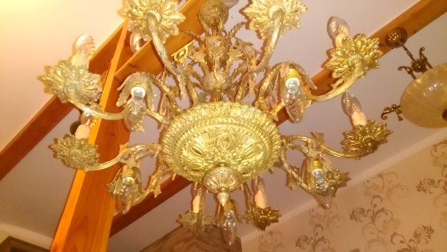 Duży piękny zadbany mosiężny żyrandol, lampa na 15 żarówek.