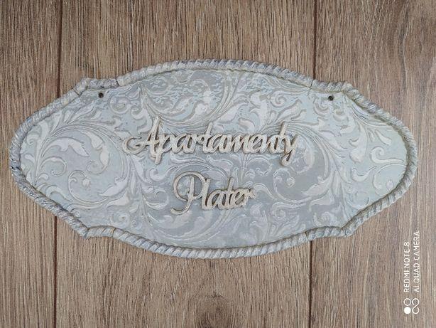 Tabliczka nad drzwi z personalizowanym napisem rękodzieło