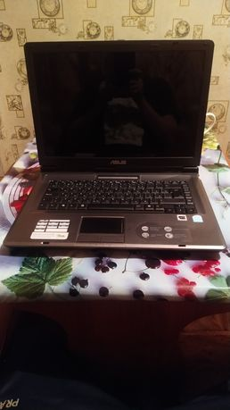 Ноутбук для учёбы и работы 2 ядра 2Gg ASUS X51r