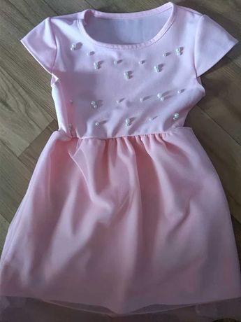 Sukienki w różnych rozmiarach.