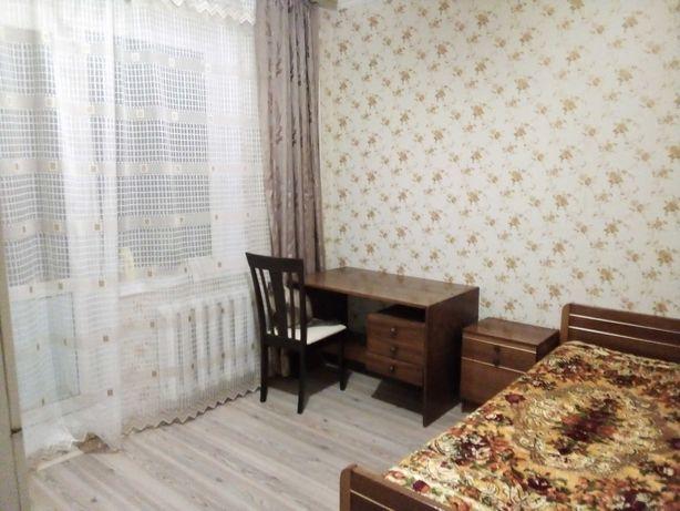 Кімната  з лоджією для порядного охайного хлопця.