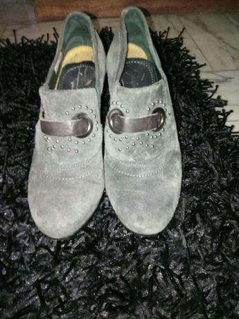 Sapato em camurça tam 38