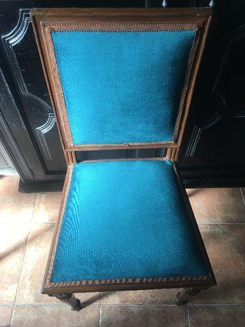 2 Cadeiras antigas forradas veludo