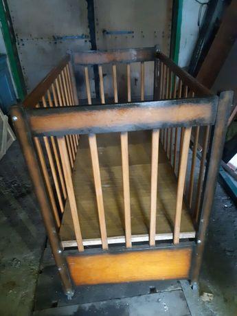 Кроватка деревянная на колёсиках