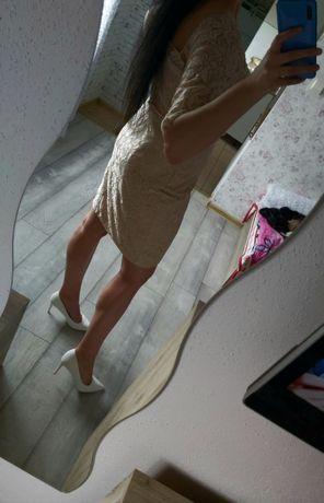 Sukienka z koronki cudna!