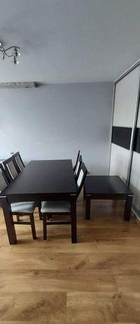 Stół z krzesłami oraz ława super zestaw warty uwagi