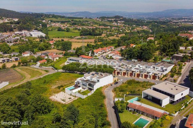 Lote de Terreno p/Construção de Moradia na Qta. da Naia, Braga!