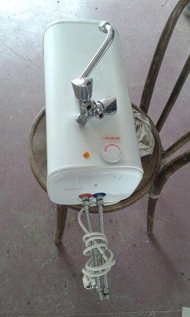 Podgrzewacz elektryczny nad umywalkowy, bezciśnieniowy z baterią