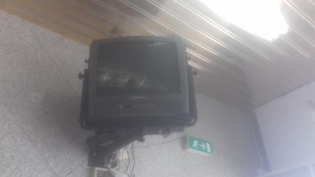 Vendo 2 televisões  a funcionar
