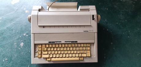 Máquina de escrever eléctrica Brother