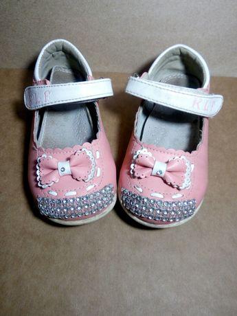 Туфлі дівчинка