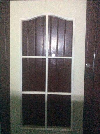 Двери межком под покарску 500 грн (п/стекло 70, внутри дерево,наличн)