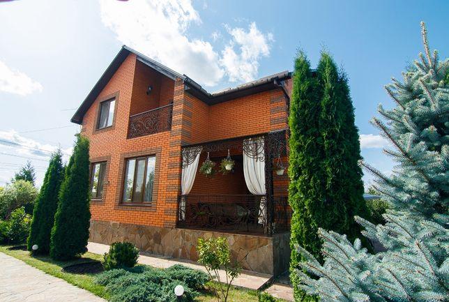 Продам житловий 2-х поверховий будинок с ремонтом та меблями