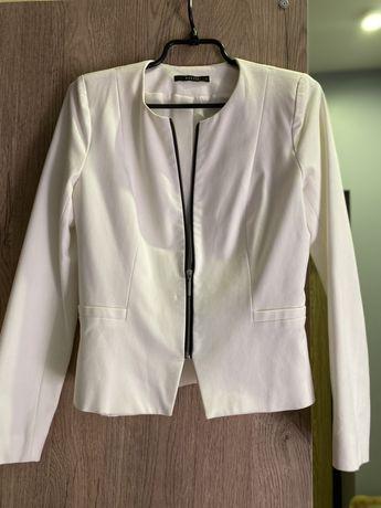 Белый пиджак Mohito