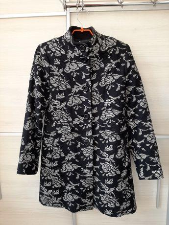 Пальто теплое, размер 40-42 (46-48укр.), в очень хорошем состоянии.