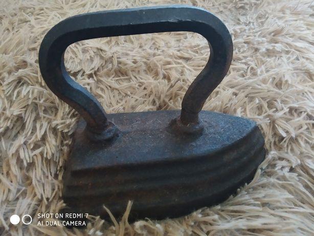 Утюг старинный металлический