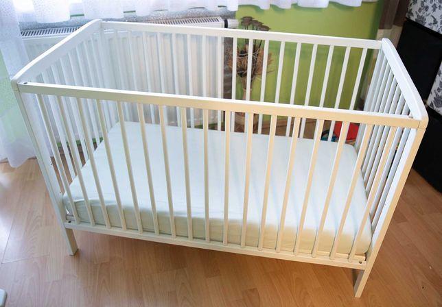 Łóżeczko oraz materac dla niemowlaka