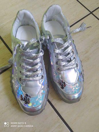 Buty srebrne 39 nowe