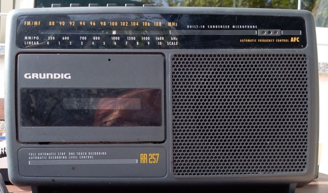 Rádio antigo com leitor de cassetes baixa de preço