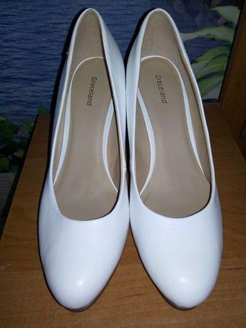 Продам белые туфли на свадьбу