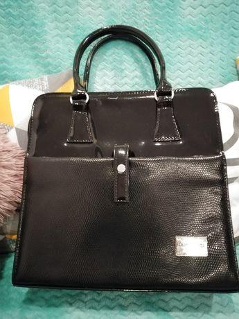 Czarna damska torebka. Polecam