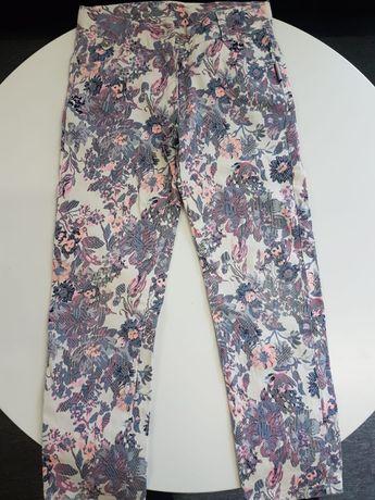 Modne spodnie dla dziewczynki 122- jak nowe