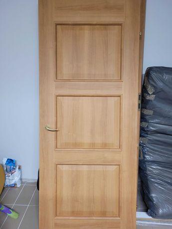 Drzwi wewnętrzne - lewe, w bardzo dobrym stanie z ościeżnicą.
