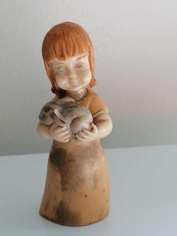 Menina com coelho em Marfinite Hand Painted de Fátima - Vintage