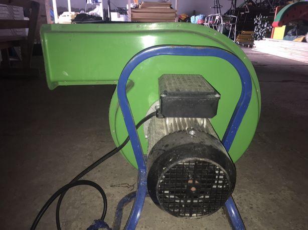 двигатель асинхронный для надувного аттракциона