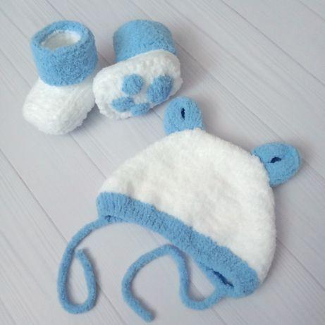 Комплект для малыша: шапочка + пинетки (3-9 месяцев) ручная работ