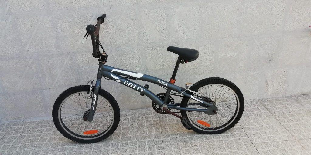 Bicicleta BMX acrobacias