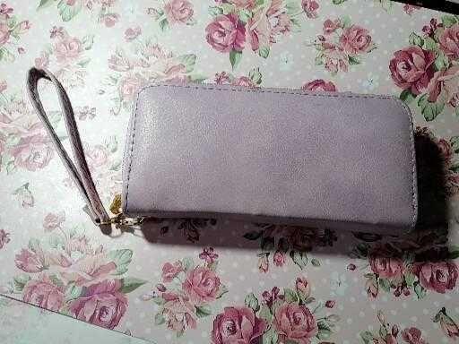 Nowy większy portfel w liliowym kolorze firmy H&M