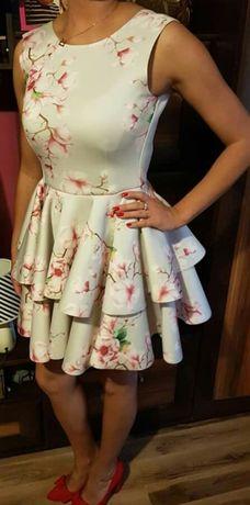 Piękna sukieneczka na każdą okazję!