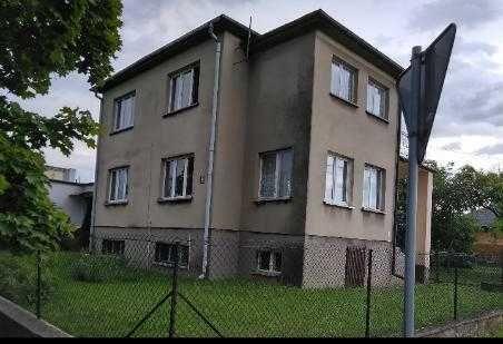 Dom z ogrodem i budynkiem gospodarczym