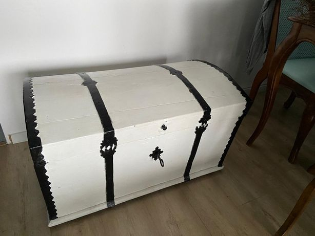 Skrzynia drewniana kufer z okuciami