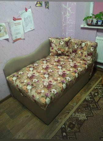 Продам диван с нишей