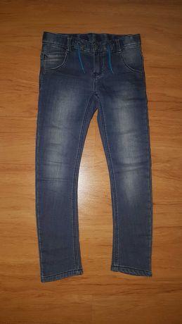 Jeansy spodnie r. 134 ocieplane