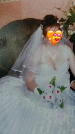 Свадебнте платье+ подарок фата и кольца для платья