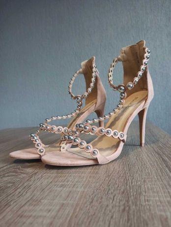 Sandałki na szpilce różowe