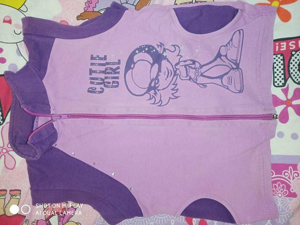 Продам жилетку для девочки 4-5 лет