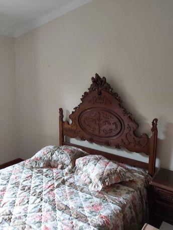 Conjunto de quarto, camam de casal, roupeiro, cómoda + espelho