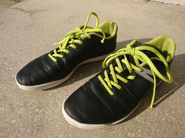 Buty halowe Kipsta piłkarskie rozmiar 34 halówki piłka nożna
