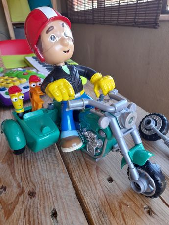 Manny Mãozinhas com mota e ferramentas