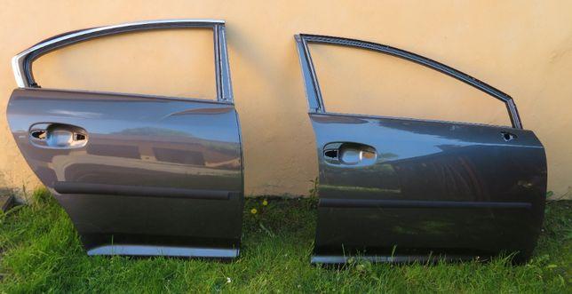 TOYOTA AVENSIS T27 drzwi prawe przód /tył rocznik 2012