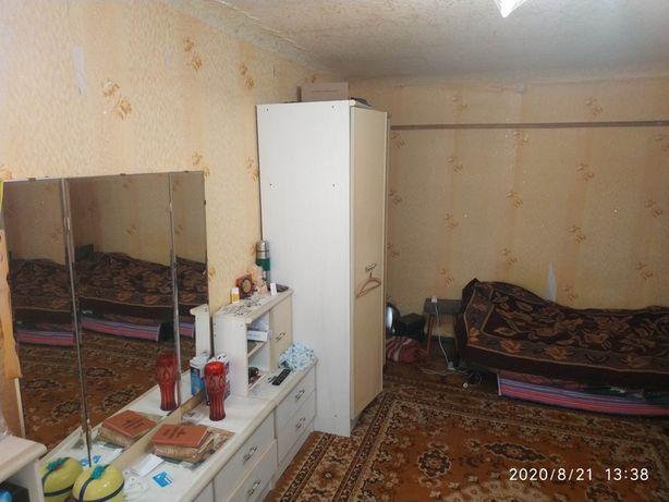 Продам 2-х ком.квартиру на Смычке,обычное жилое состояние.