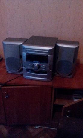 Wieża stereo z radiem,cd,odtwarzaczem kaset.