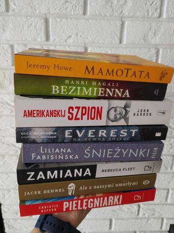 Zestaw ośmiu książek