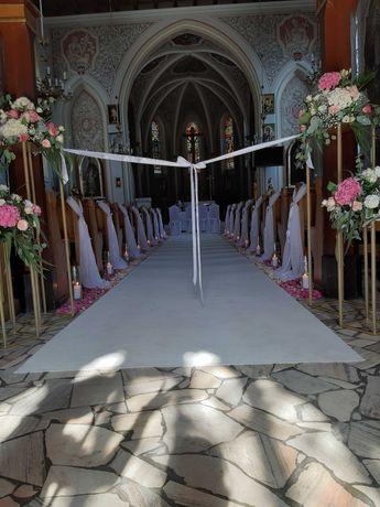Biały dywan, dekoracja kościoła